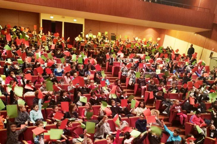 Il pubblico degli studenti al Teatro Condominio