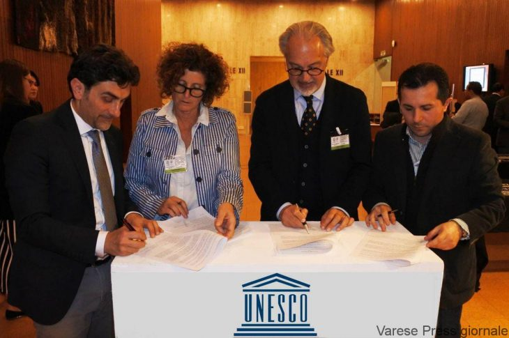 La firma dell'intesa, presenti per l'UNPLI il responsabile cultura, ambiente e territorio, Fernando Tomasello e il responsabile per i rapporti con l'UNESCO, Gabriele Desiderio.