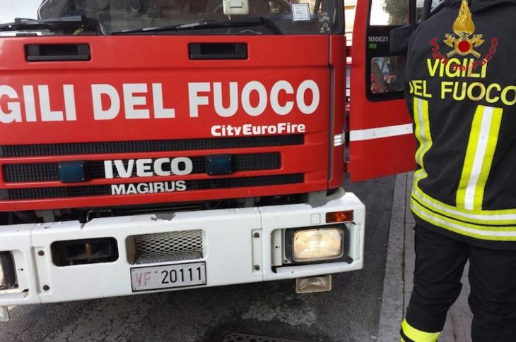 Cugliate Fabiasco: canna fumaria in fiamme