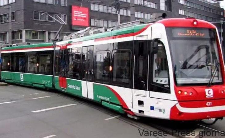 Milano: panico sul tram per bambini che azionano l'estintore
