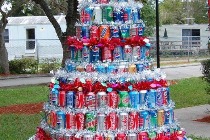 42 alberi addobbati con materiali riciclati e tanta fantasia
